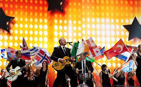 Stefan Raab singt Satellite im ESC 2011 Finale in Düsseldorf