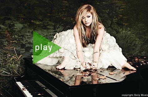 Avril Lavigne mit ihrer Comebacksingle What The Hell - jetzt ansehen