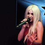 Ava Max auf Platz 1 in Deutschland!